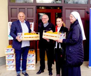 Podjela mandarina u suradnji Vlade RH, Hrvatskog Caritasa i Crvenog križa