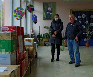 Školarci u Petrinji dobili pakete svojih vršnjaka iz Rijeke